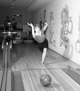 A member of the 1966 Portland State women's bowling team.