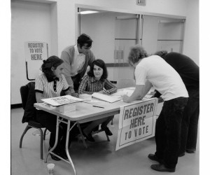 A voter registration drive at Portland State in 1971. Photo from the University Archives Digital Gallery.